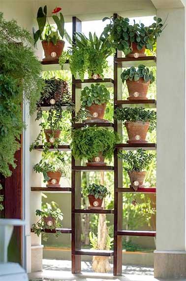 Mur végétal de plantes en pot pour faire une séparation extérieure
