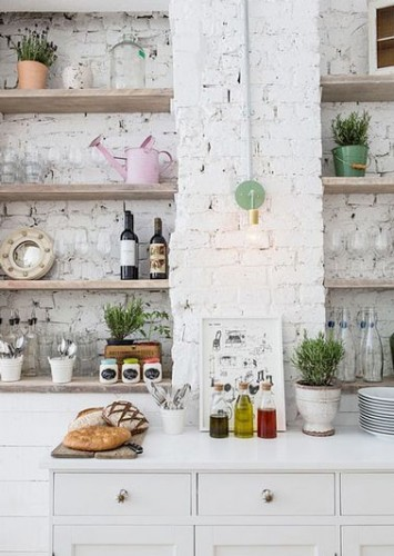 Peindre un mur de brique en blanc pour une cuisine tendance for Peindre mur cuisine
