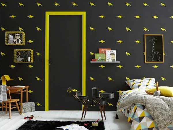 peinture-chambre-enfant-noire-avec-frise-et-boiseries-jaune |
