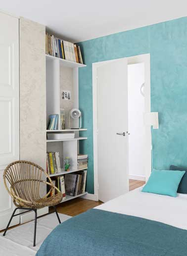 beautiful chambre ado avec peinture effet nacr turquoise et beige mix avec chaise en rotin with. Black Bedroom Furniture Sets. Home Design Ideas