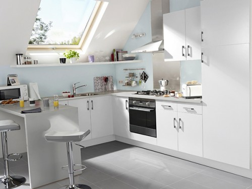 Une jolie petite cuisine blanche et lumineuse for Petite cuisine blanche