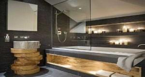 un parterre galet et un panneau en bois comme toile de fond pour mixer jacuzzi et douche dans une salle de bain au milieu dun jardin zen