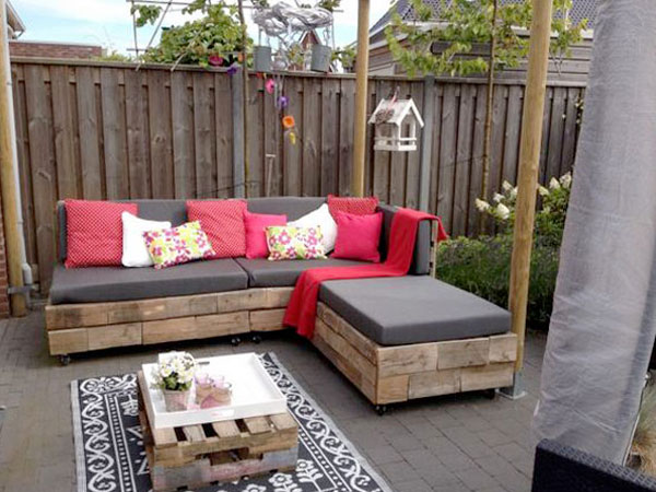 Faire un salon de jardin en palette deco cool - Salon de jardin rouge ...