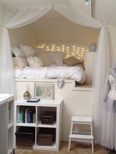 Les rideaux et les ciels de lit permettent de créer une ambiance intime dans une chambre de princesse design. Une simple tringle et deux rideaux, voilà tout ce qu'il vous faut pour ce DIY déco !