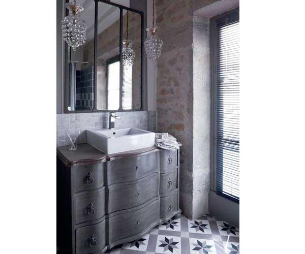 rétro dans la salle de bain avec carrelage sol en carreaux de ciment ...