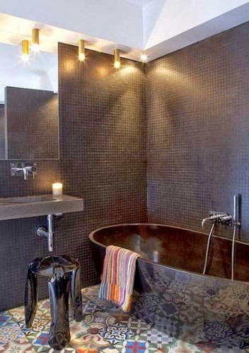 salle de bain design avec carrelage sol en carreaux de ciment. Black Bedroom Furniture Sets. Home Design Ideas