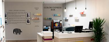 Grâce au Color Bar Express du showroom Peinture Caporal Centervous choisirez vos couleurs parmi deux millions de formules et l'associations de différentesteintes ! Un large choix pour refaire la déco.