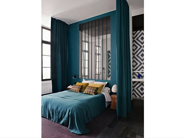 une verri re int rieur qui se transforme en t te de lit. Black Bedroom Furniture Sets. Home Design Ideas