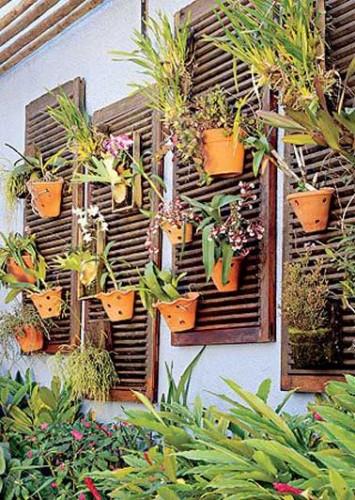 Volets recup en bois pour faire un mur v g tal ext rieur - Fabriquer un mur vegetal interieur ...