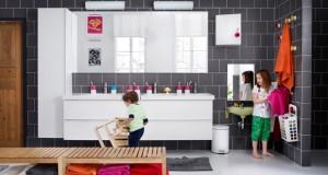 Dans la salle de bain enfant les accessoires de bain c'est mieux quand ils sont ludiques ! Sélection de Rideaux de douche, porte-brosse à dents, marchepied réhausseur…