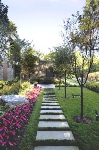L 39 all e de jardin traditionnelle en dalles de b ton et gazon - Allee de jardin en beton ...
