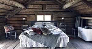 L'aménagement de combles ou d'un grenier, c'est une super idée déco qui permet de gagner des mètres carrés à la maison : faites-en une chambre mansardée avec plein de rangements !