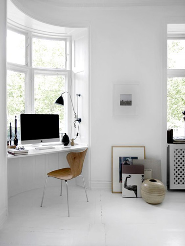 am nagement d 39 un bureau dans un petit espace. Black Bedroom Furniture Sets. Home Design Ideas
