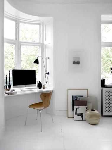 Gagnez de la place et aménagez un espace bureau pratique sous votre fenêtre afin de profiter de la vue pendant que vous travaillez. Une idée sympa pour un espace supplémentaire dans la maison