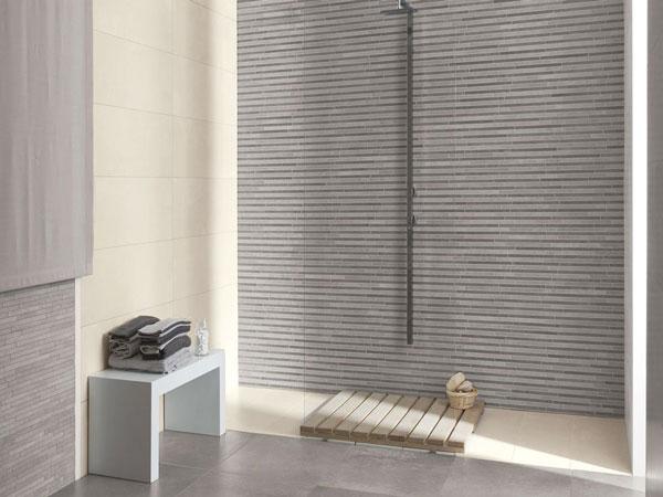 Ambiance Salle De Bain Carrelage : receveur de douche façon caillebotis et sa paroi de douche en verre …