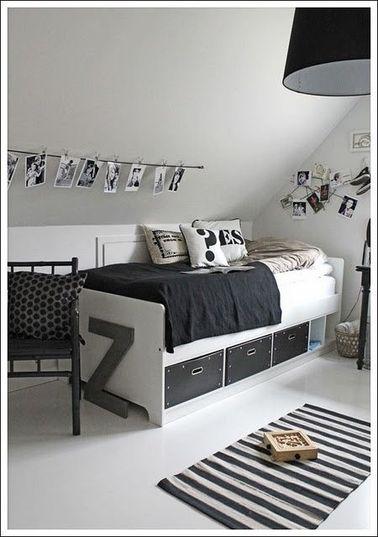 Spécial collectionneuse ! Dans cette chambre avec des rangements sous le lit, votre ado fille pourra facilement ranger ses dernières trouvailles shopping ou sa collection de bouquins.