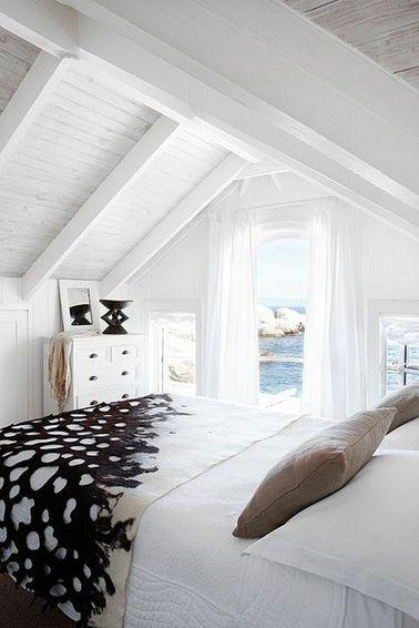 Une Chambre Avec Poutres Dans Une Maison De Vacances