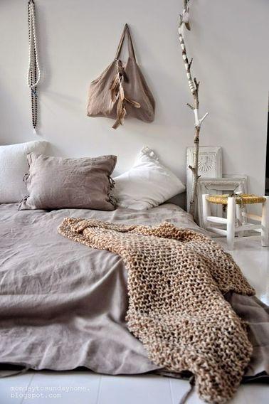 Cette chambre de couleur pastel est parfaite pour une ado fille calme et posée : on ne se lasse pas de son style intemporel avec des matières et des couleurs naturelles.