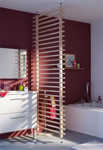 une cloison en bois amovible pour s parer la salle de bain. Black Bedroom Furniture Sets. Home Design Ideas