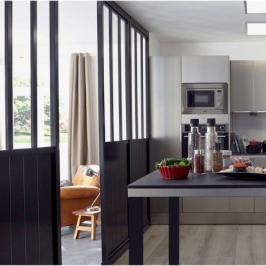 une cloison en verri re int rieure pour s parer la cuisine. Black Bedroom Furniture Sets. Home Design Ideas