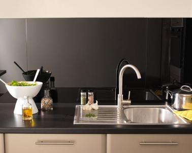 cr dence verre ou inox 13 mod les d co pour la cuisine. Black Bedroom Furniture Sets. Home Design Ideas