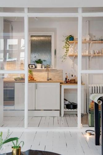Une cuisine ouverte avec une verri re de s paration - Separation verriere cuisine ...