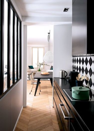 la cuisine ouverte ose le noir pour se faire d co. Black Bedroom Furniture Sets. Home Design Ideas