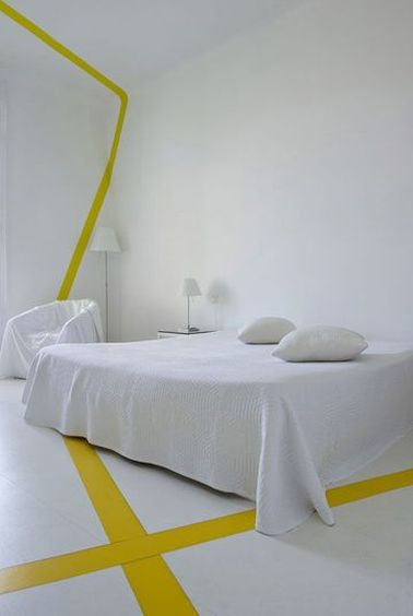 une d co blanche et jaune minimaliste dans la chambre. Black Bedroom Furniture Sets. Home Design Ideas
