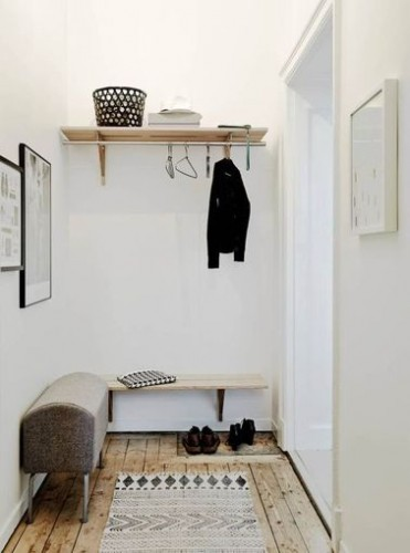 Une d co de hall d entr e blanche et bois for Deco hall entree appartement