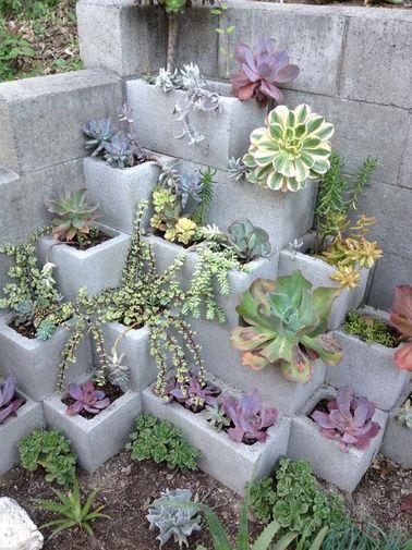 7 idées déco jardin réalisées avec des parpaings