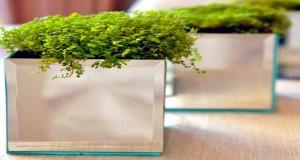 Déco Cool vous a trouvé un DIY déco de cache-pot à faire avec des miroirs aussi original que peu coûteux et facile à faire avec des carrés de miroirs et de la colle rapide.