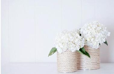 Très malin ce DIY pour réaliser un vase chic en utilisant une boite en métal de récup et un bout de corde ! Un vase personnalisé pour une jolie déco fleurie dans la maison