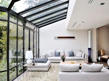 Extension maison en v randa pour un grand salon cocooning - Veranda ouverte sur la maison ...