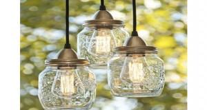 Illuminez votre déco extérieure en fabriquant une jolie lanterne de jardin grâce à un simple pot de récup ! Une bonne idée pour mettre de la lumière sur le balcon ou la terrasse du jardin