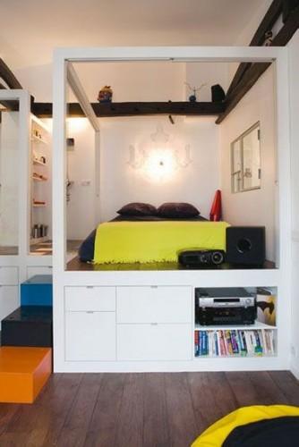 un grand lit color avec rangement int gr. Black Bedroom Furniture Sets. Home Design Ideas