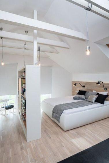 Une grande chambre avec poutres et son dressing séparé