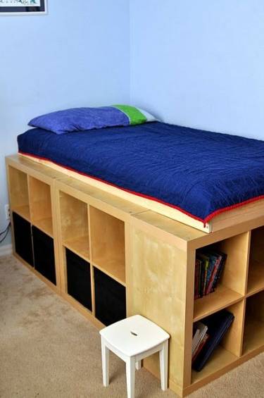 Diy d co lit avec rangement faire avec 3 fois rien - Tete de lit en bois avec rangement ...