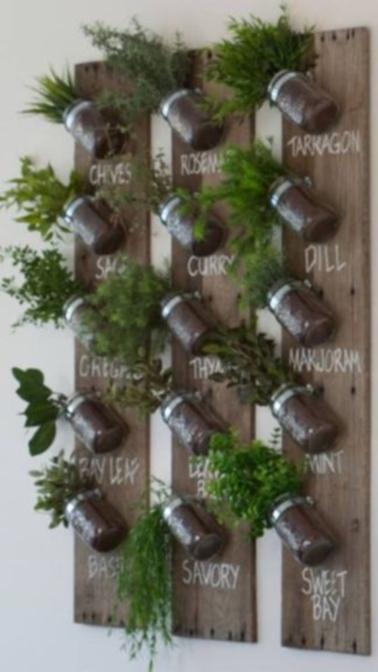 Mur Vegetal En Bois De Palette : D?tournez des vieilles planches en mur v?g?tal gr?ce ? ce projet