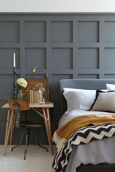 une peinture chambre gris moyen sur des lambris en bois. Black Bedroom Furniture Sets. Home Design Ideas
