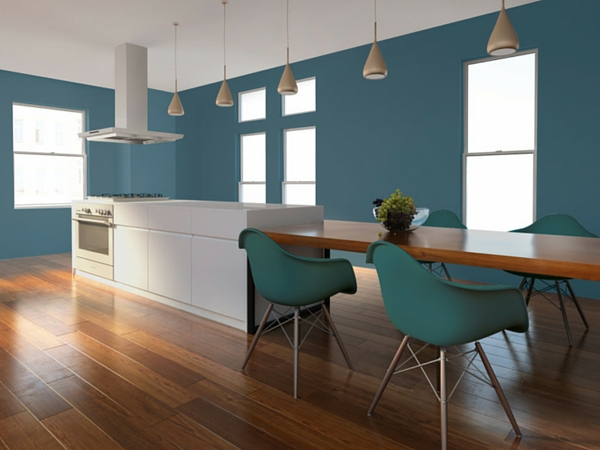 Peindre une cuisine en bleu pour une déco originale.