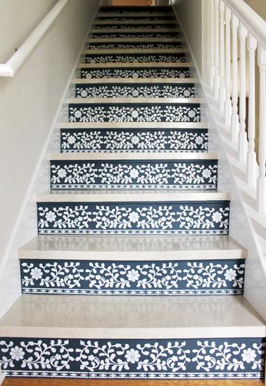 relookez les marches d escalier avec de la peinture au pochoir. Black Bedroom Furniture Sets. Home Design Ideas