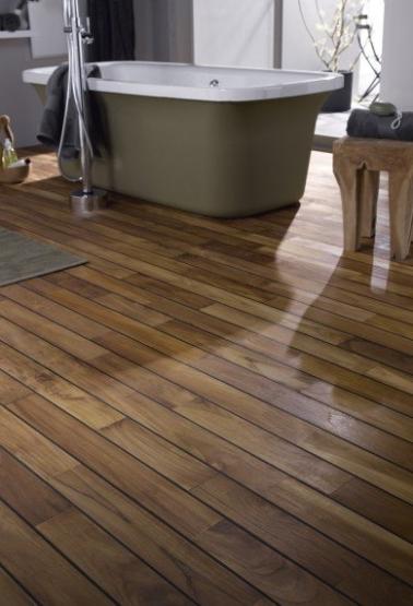 8 sols d co pour une salle de bain grise deco cool for Carrelage sur plancher bois salle de bain