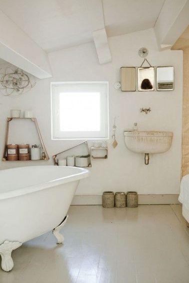 Salle de bain sous pente et sous combles la d co craquante - Etageres sous combles ...