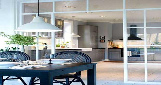 La verri re int rieure se fait d co dans la cuisine for Cloison amovible style atelier