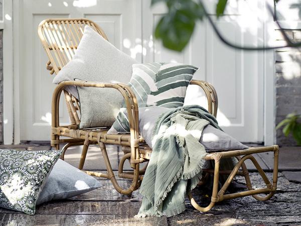 Rien de mieux qu'une chaise longue en rotin pour parfaire la déco extérieur et se relaxer sur la terrasse du jardin