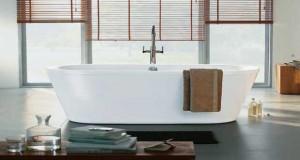 Entre les conditions de pose de la baignoire îlot, les formes, matériaux, type de robinetterie et prix, ce qu'il faut savoir sur la baignoire posée en central dans la salle de bain