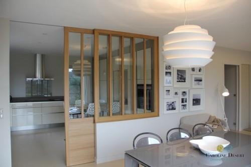 Une cuisine ouverte avec porte coulissante vitr e - Porte coulissante salle a manger ...
