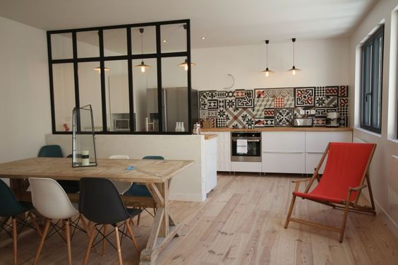Cuisine ouverte d limit e par une verri re ou un lot bar - Decorer un appartement en location ...