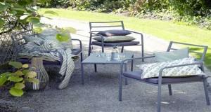 Salons, tables et chaises de jardin, la déco extérieur s'embellit de couleurs et de design pour l'été. des Des meubles tendance en aménagement terrasse, balcon et jardin déco