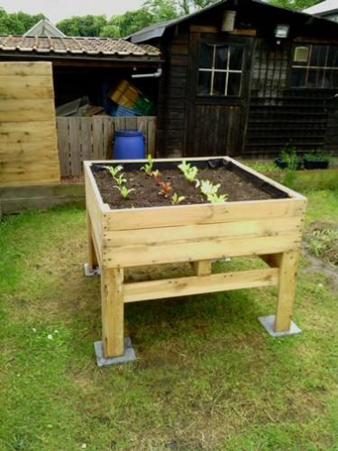 Faire un carr de jardin en palette bois pour le potager for Decoration jardin en bois